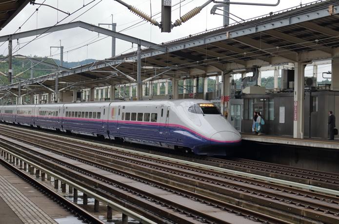 白石蔵王駅の新幹線の画像