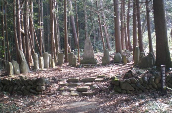 田村清顕公の墓