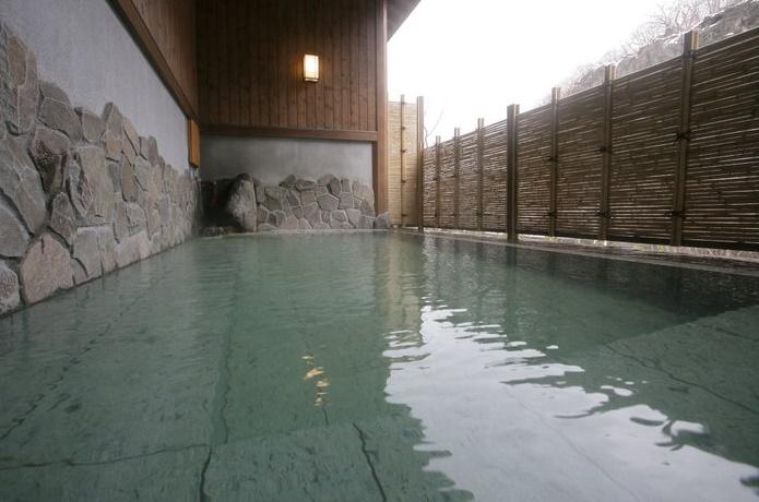 峩々温泉の露天風呂