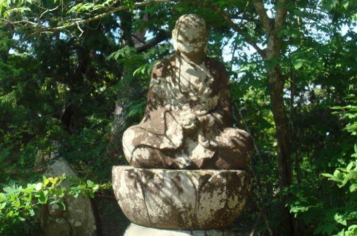 賴賢の碑 像