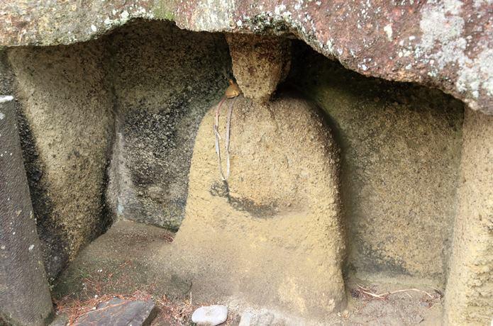 雄島に刻まれた仏像