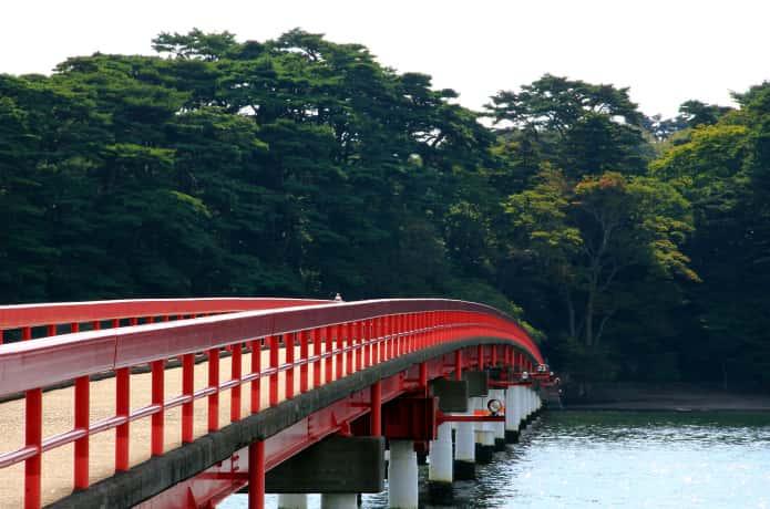 福浦橋と曇り空