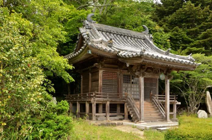 福浦島の弁天堂
