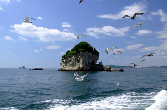 松島と遊覧船