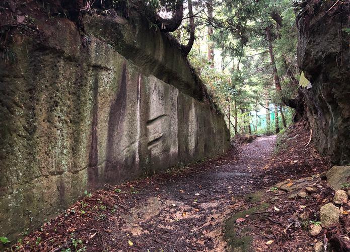 大高森 石の壁