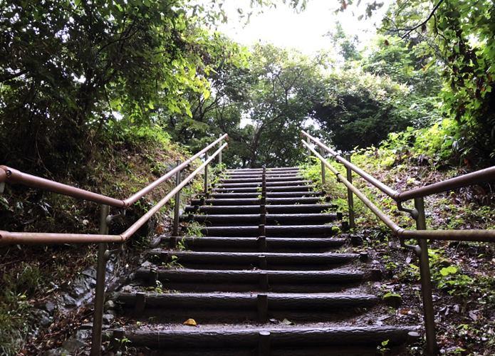 大高森 長い階段