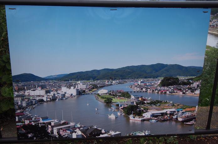 震災前の旧北上川と石巻萬画館