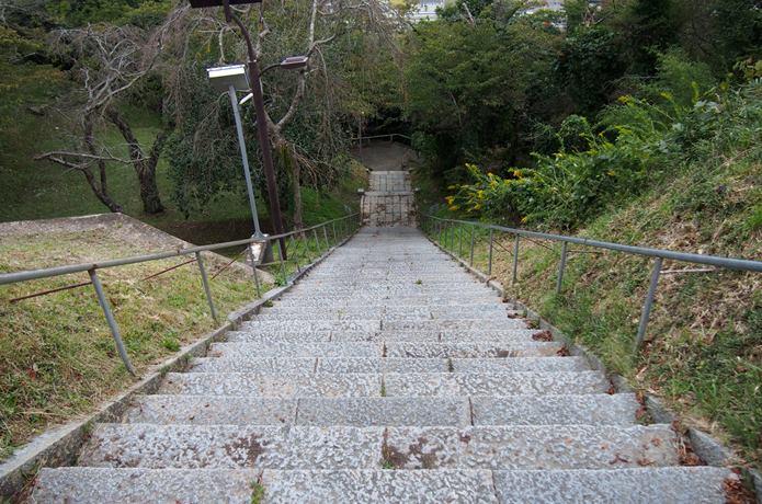 鹿島御児神社へ続く階段