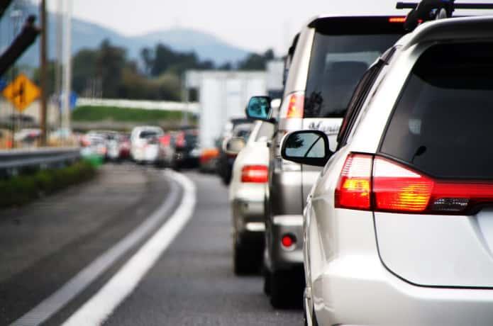 車 渋滞 イメージ