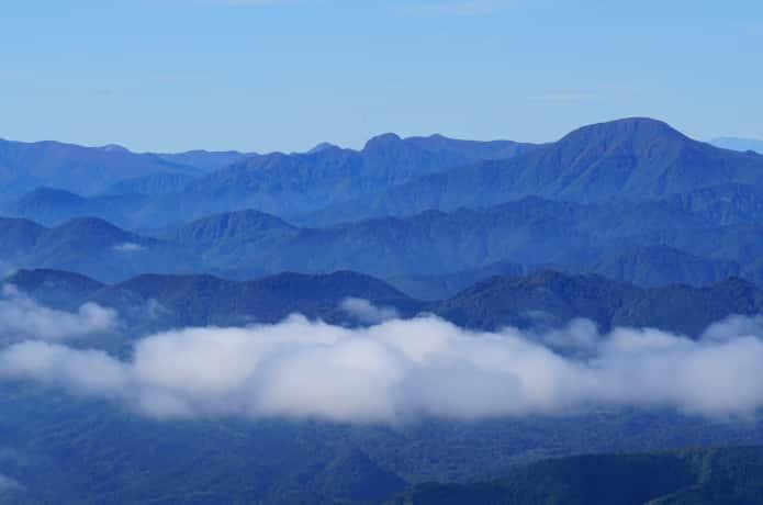 大東岳と神室岳