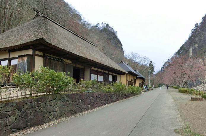 材木岩 横断屋敷