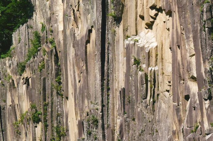 材木岩 柱状節理