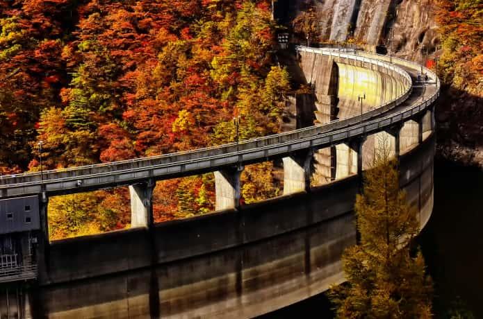 鳴子ダムの堤体