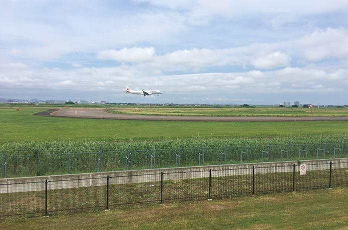 仙台臨空公園からみる飛行機