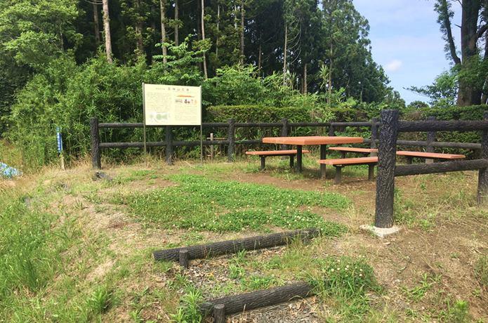 雷神山古墳の休憩所