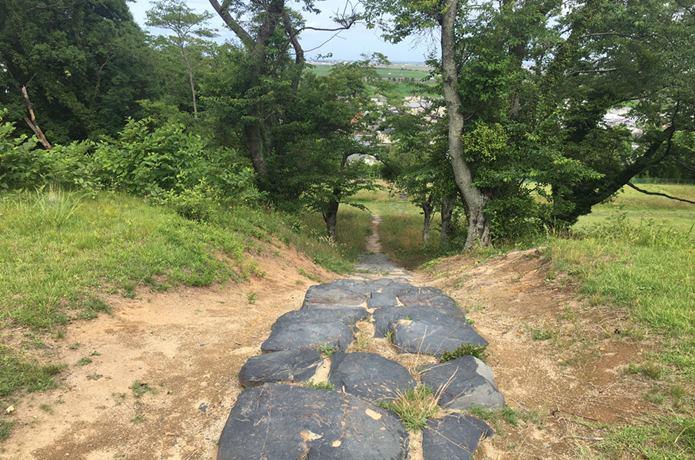 雷神山古墳の散策路3