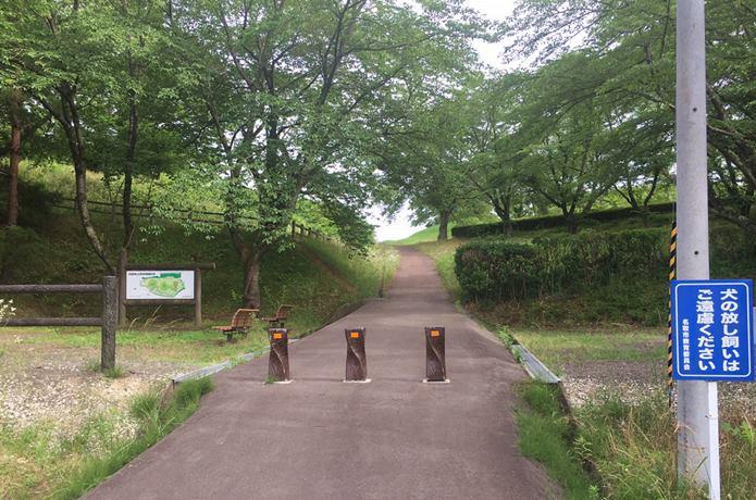 雷神山古墳の正面入り口