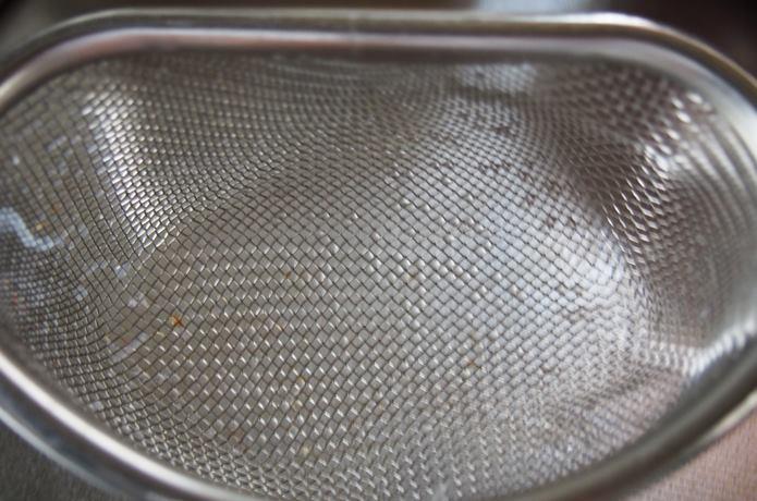 温麺を水きりしたザル