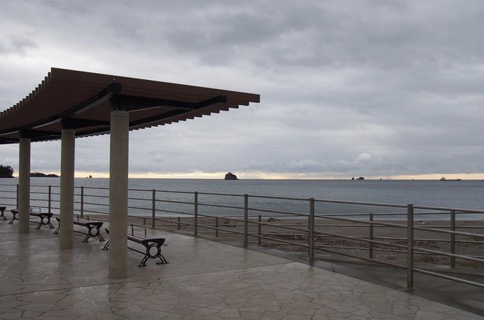 桂島海水浴場 ベンチ
