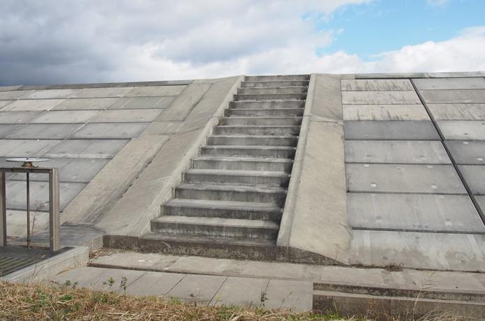 寒風沢島 堤防 階段